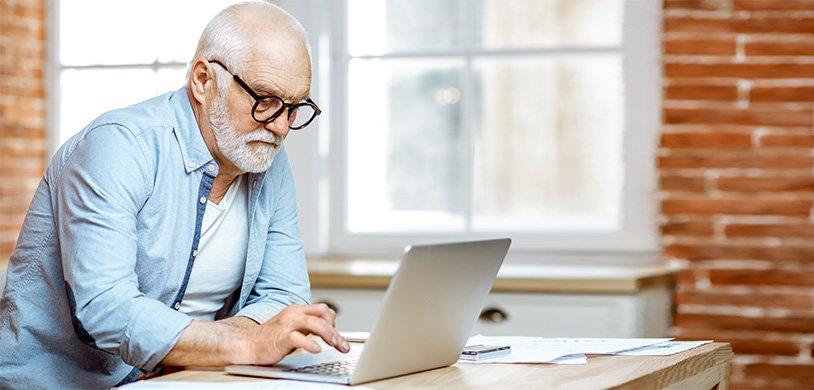 Использование компьютера в среднем возрасте может предотвратить снижение когнитивных функций