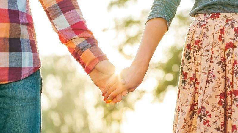 Простое пребывание с любимым человеком может уменьшить физическую боль