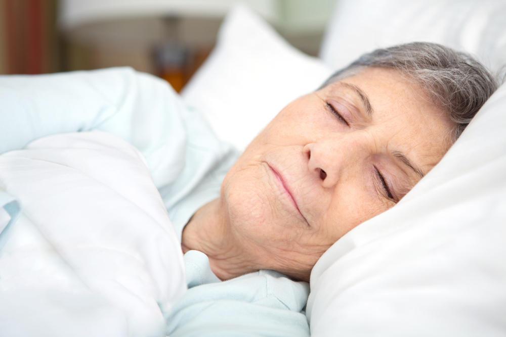 Короткий сон может нанести вред здоровью костей у пожилых женщин
