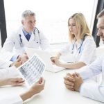 Непроверенная терапия COVID-19 может принести больше вреда, чем пользы