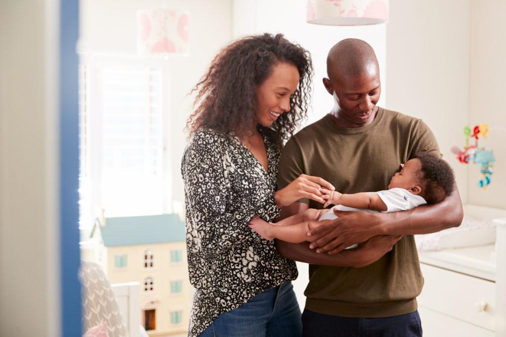 Младенцы понимают, что говорит объятие родителей