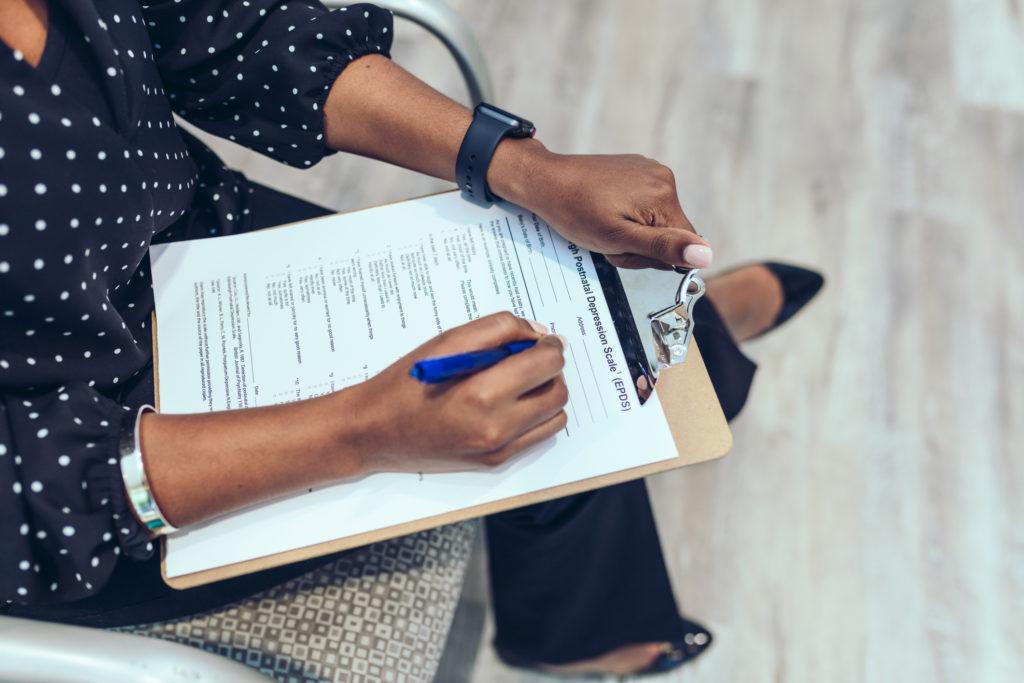 Послеродовая депрессия у цветных женщин: «Нужно больше работать»