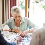 Молекула в крови связана с когнитивным снижением в пожилом возрасте